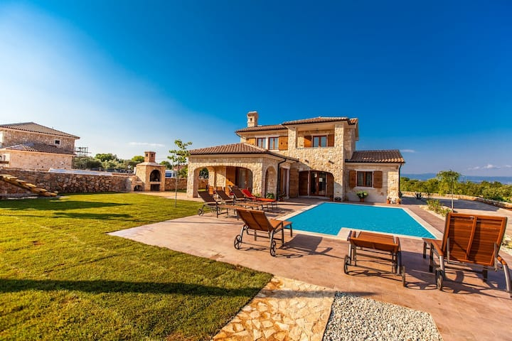 Villa Mare - house with pool and big garden