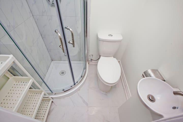 3-Piece Ensuite Bathroom