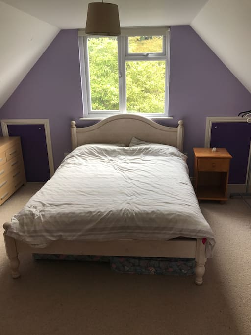Light & Airy double bedroom, has desk & computer chair as well as clothes storage