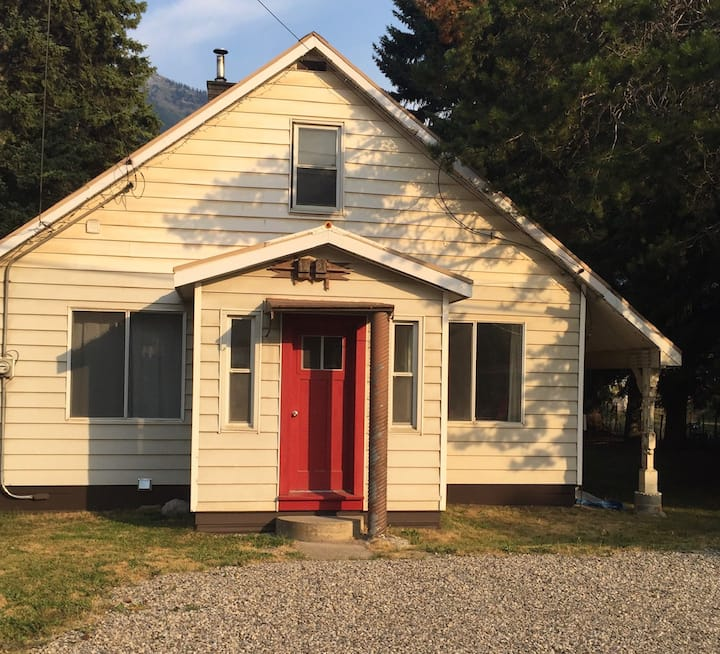 Cozy well equipped  3 bedroom home in Fernie
