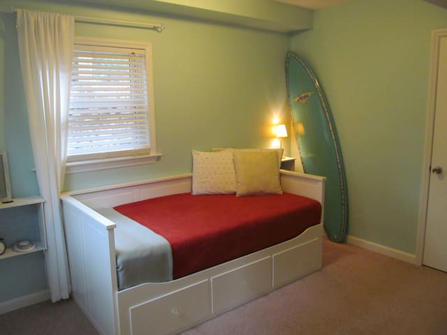 Private suite--close drive to UNC campus - Chapel Hill - Hus