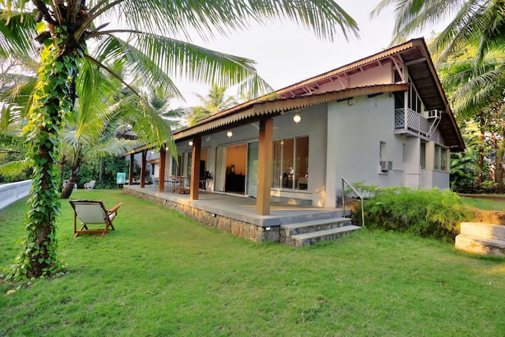 Gorgeous Private Getaway Home, Near Kashid Beach - Kashid - Willa