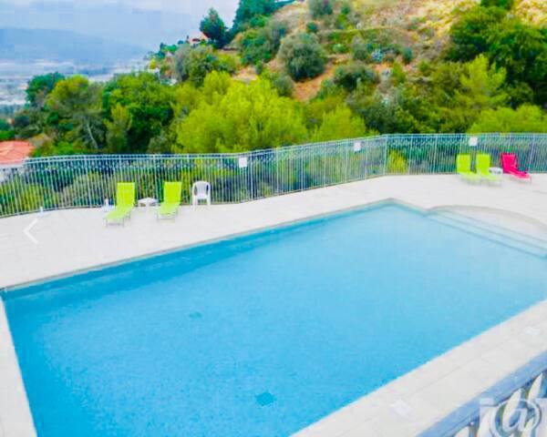 Nice 2 pièces avec terrasse vue mer et piscine