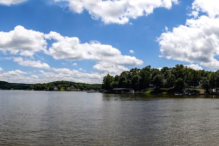 LAKEoftheOZARKS: Entire Home on the water at 44mm