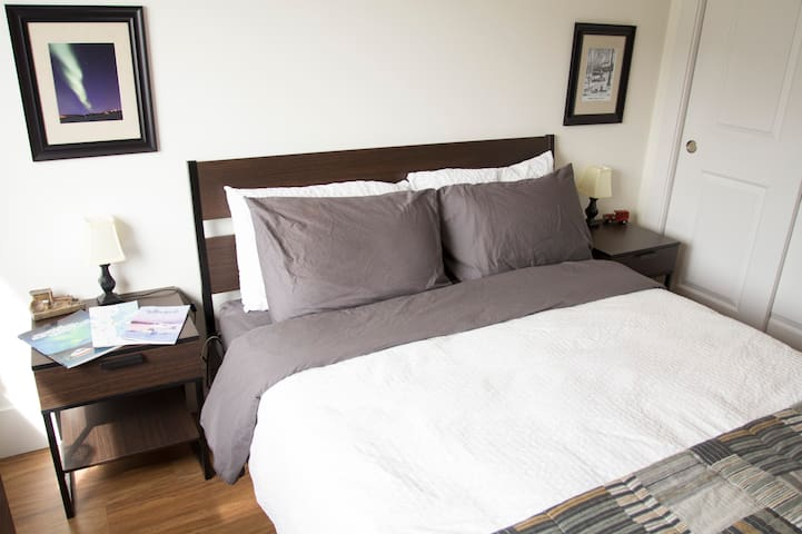 Private bed & bath! YK's Diamond! - Yellowknife - Apartment