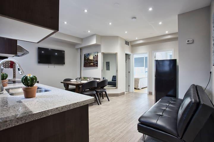 Toronto Rooms -2 Bed 2 Bath Apartm-Kitchen-Dinning
