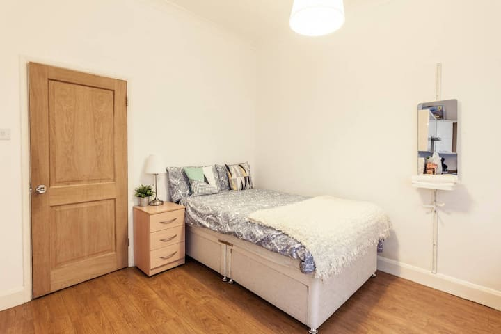 Comfy room at the heart of London Oxfred Street