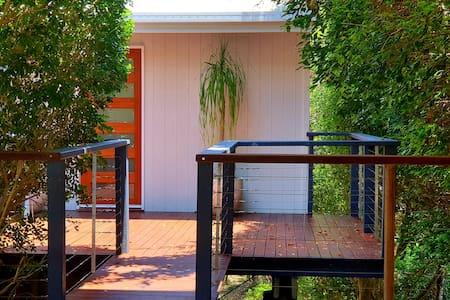 Noosa Treehouse at Castaways Beach