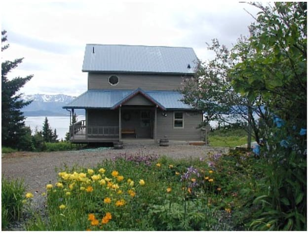 Cottage overlooking Kachemak Bay in Homer