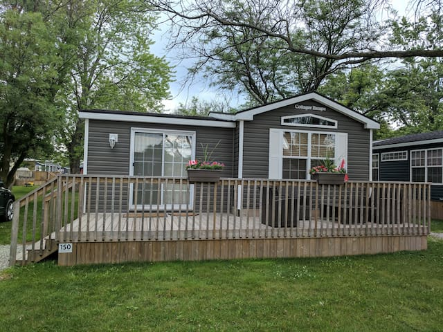 3 Bedroom Modern Cottage Retreat
