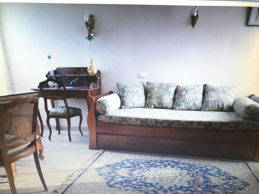Chambre avec un lit gigogne  2 lits de 80 et un grand bureau