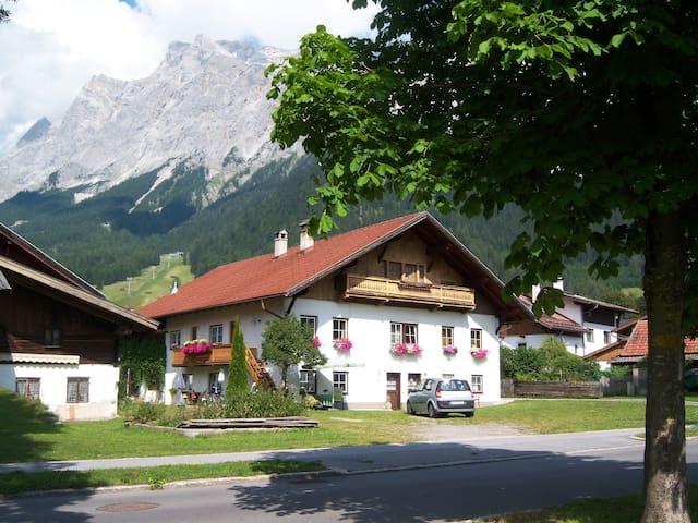 """Wohnung """"Sophie"""" im Haus Marion in Ehrwald (Tirol) - Ehrwald - Leilighet"""