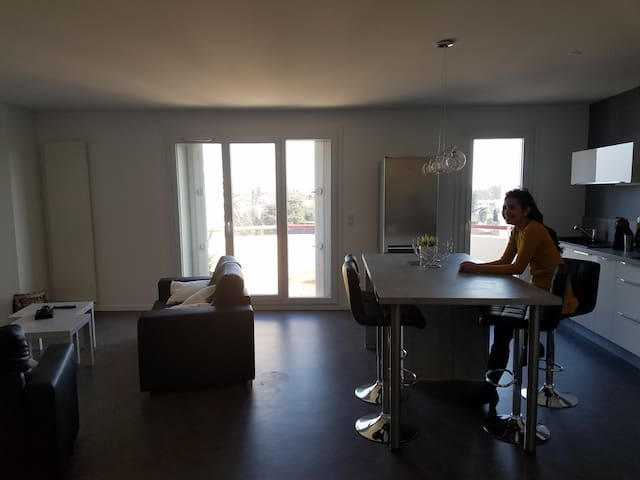 2BR apartment w/ great view - Billère - Apartment
