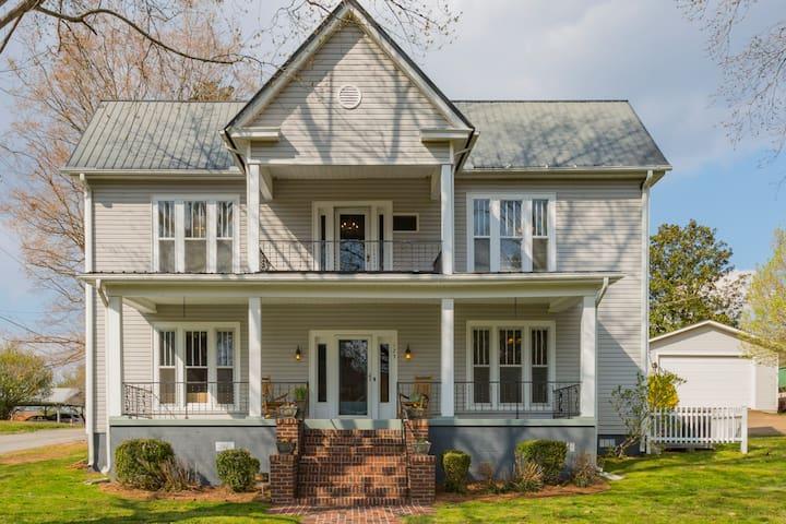 Spacious Huddleston House is the perfect launch pad for your small-town Tennessee getaway.  The professionally designed space offers 3,200 sf, 12 rooms, and 3 outdoor living spaces.