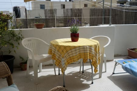 Private Room With A Lovely  Sunny Terrace. - San Gwann - Appartement