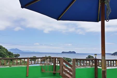 남해바다를 안은 환상View☆ 2층독채/방1+거실(5인)독일마을2분/해오름룸/바베큐맛집