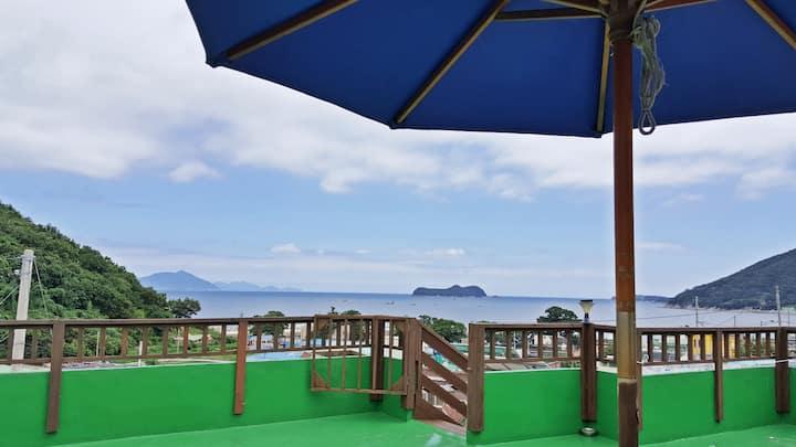남해바다를 안은 환상View☆ 2층독채/방1+거실(5인)독일마을2분/해오름룸/참숯바베큐맛집