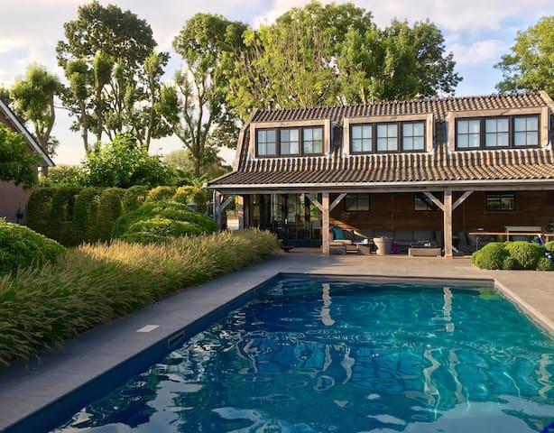 Buytenhuis met zwembad - Rhoon - Penzion (B&B)
