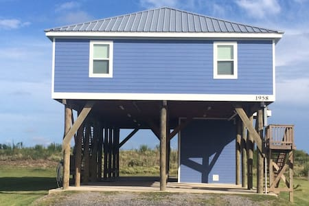 UPSCALE BEACH FRONT CAMP GRAND ISLE - Grand Isle - Cottage