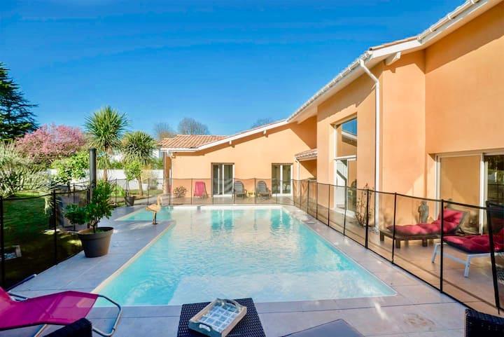 Villa  270 M2 climatisé/ piscine sécurisé/chauffée