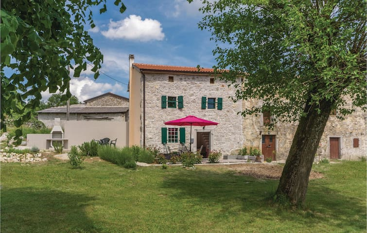 Holiday cottage with 1 bedroom on 55m² in Lupoglav