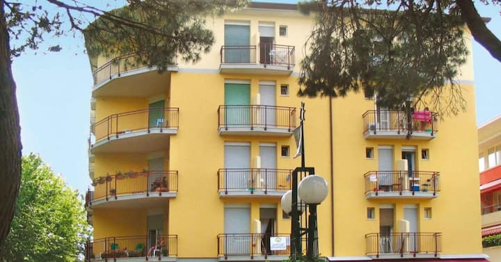 apt for 2 persons with a/c in Bibione R81865
