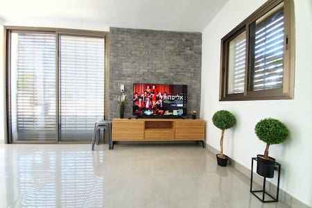 ★Lovely Apt. Central & Quiet. Short walk To Beach★