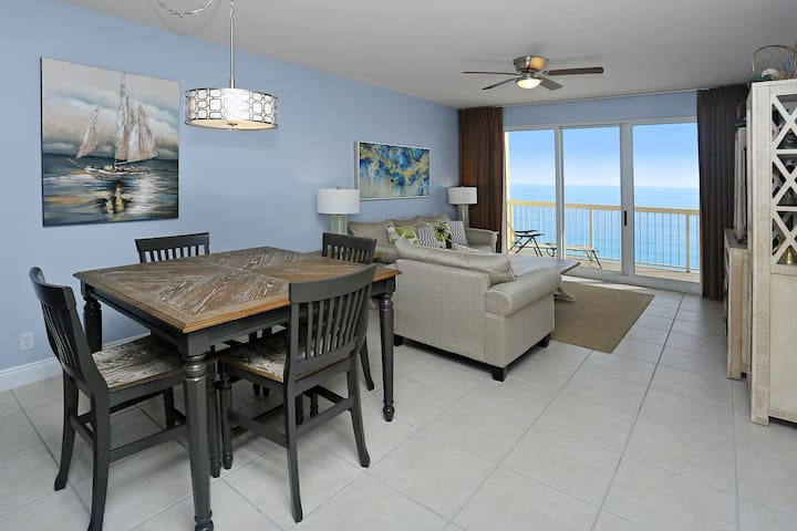 Dining Area & Family Room with Gulf View
