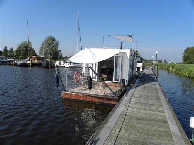 Aquacabin, Westeinderplas - Leimuiden - Bot