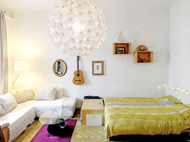 Big comfy room in the heart of Vienna