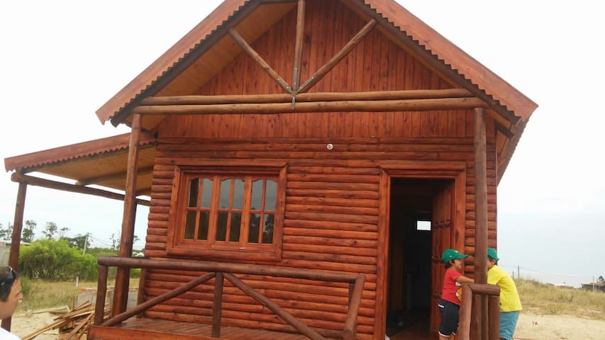 Log Cabin, San Luis, Uruguay, 300 m from the beach - San Luis - Zomerhuis/Cottage