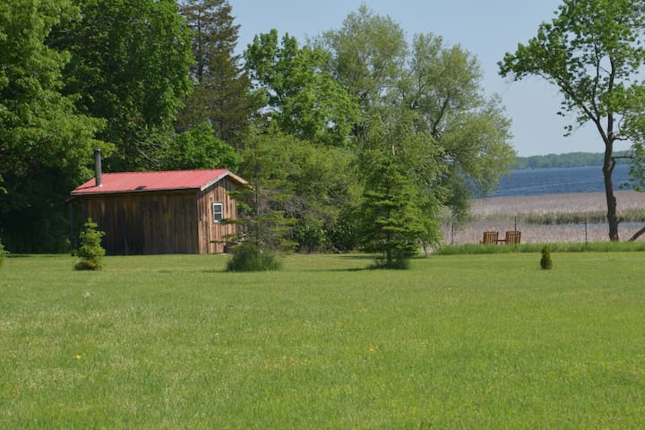 """Cozy """"off the grid""""  cabin in Prince Edward County"""
