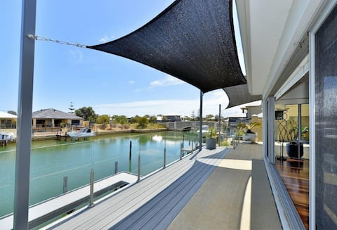 Canal Retreat - Stunning home with private jetty.