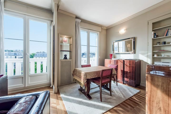 Dream nest with balcony close to Champs Elysées - Paryż - Apartament