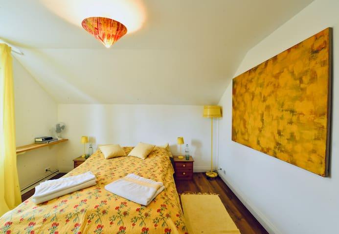 room 3/yellow room with ensuite bathroom - second floor