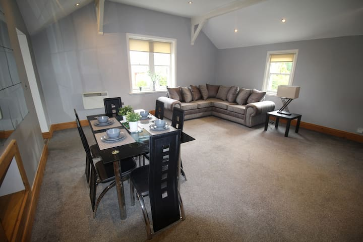Self Contained, Modern, Two Bedroom Apartment