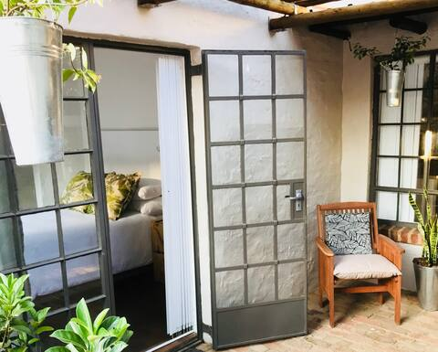 The Botanical Apartment with WIFI & DSTV
