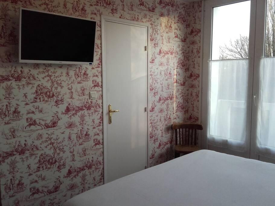 Chambre double ou 2 lits douche wc balcon face au jardin Richelieu