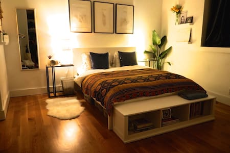 Huge Relaxing Room in Brooklyn Duplex Loft - Brooklyn