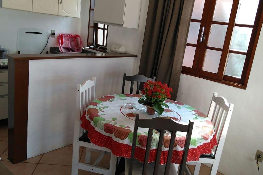 Cozinha e sala/ kitchen and living room