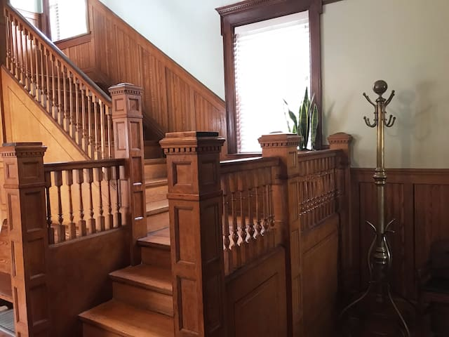 Large Historic Home for your Chicago Excursion!