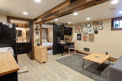 舒適的Rustic Industrial地下室平房