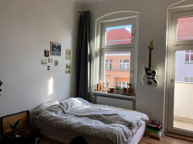 cozy room with balcony in the heart of berlin