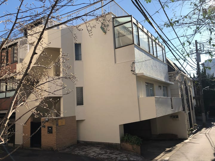 AZABU MANOR HOUSE (Roppongi Hills)