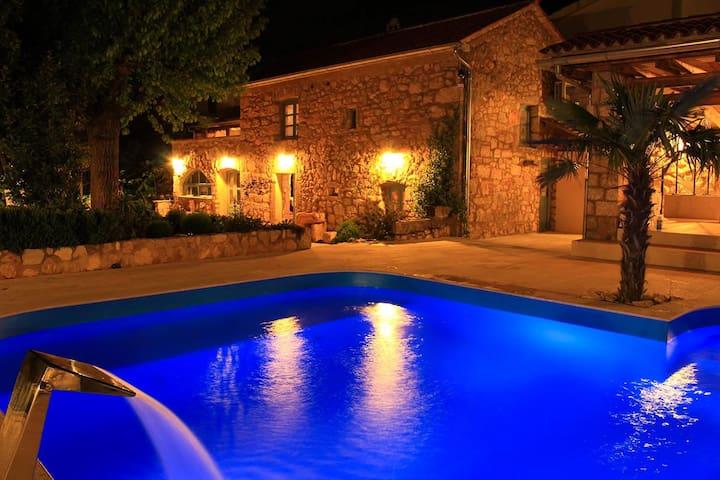 Villa mit Pool und Wellnessoase auf Insel Krk