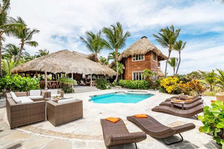 SANITIZED Villa w/ Exotic Interior & Jacuzzi