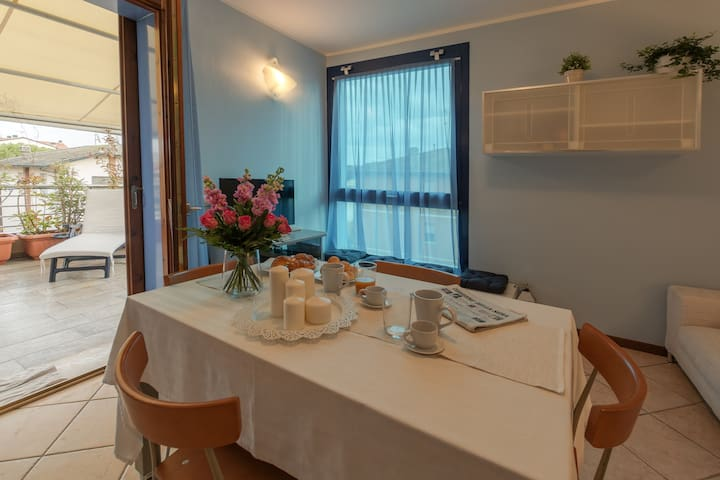 Cool top apt overlooking the canal - Marina di Ravenna - Apartament