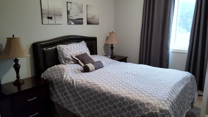 Sweet Fully-Equipped Suite near West Edmonton Mall