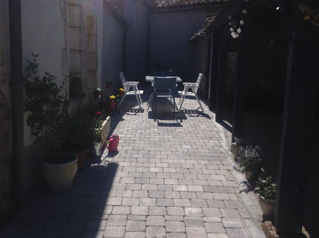 Maison Calme - sleeps 4/5 persons - Mervent - Casa