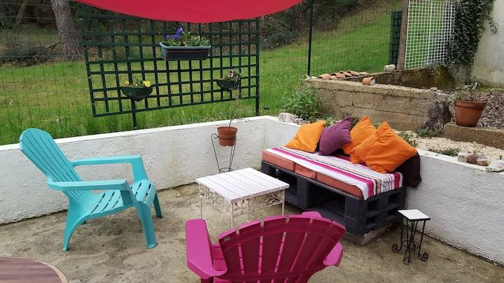 """""""Woodside"""" studio + large terrace peaceful area"""